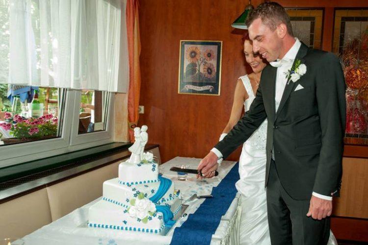Hochzeit Brautpaar Torte